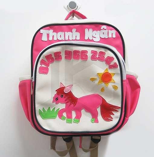 Balo ngựa hồng