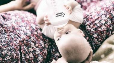 Hướng dẫn chi tiết cách pha sữa cho trẻ sơ sinh chuẩn theo khuyến nghị